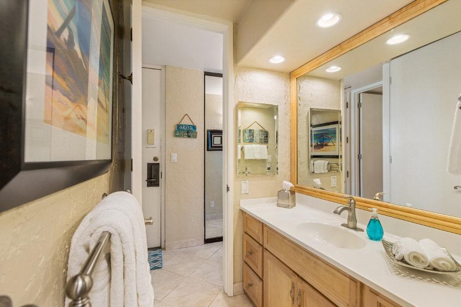 Bathroom Papakea Resort Hawaii